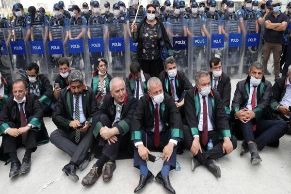 Lawyers refuse …Turkish system seeks to pass a law allowing establishment of auxiliary unions for lawyers