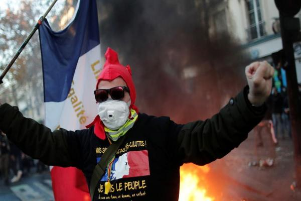 Security and demonstrators clash: France