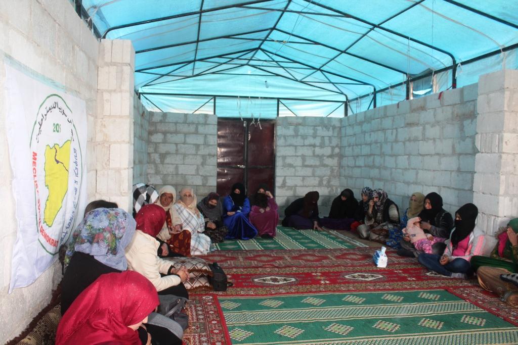 Conferencia de sensibilización para mujeres del campamento de Ain Issa