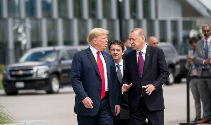 Trump suspende el trato de los combatientes estadounidenses con Turquía