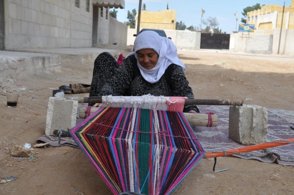 Mujeres de Kobani preservan el patrimonio... como la Madre Khanem