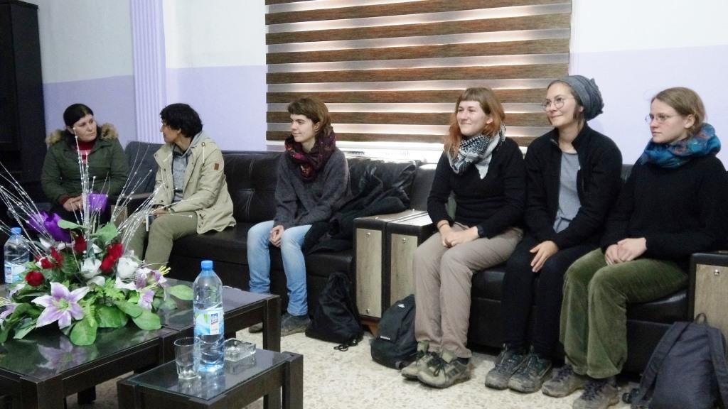 Delegación de mujeres alemanas visita el Consejo de Mujeres en al-Raqqa.