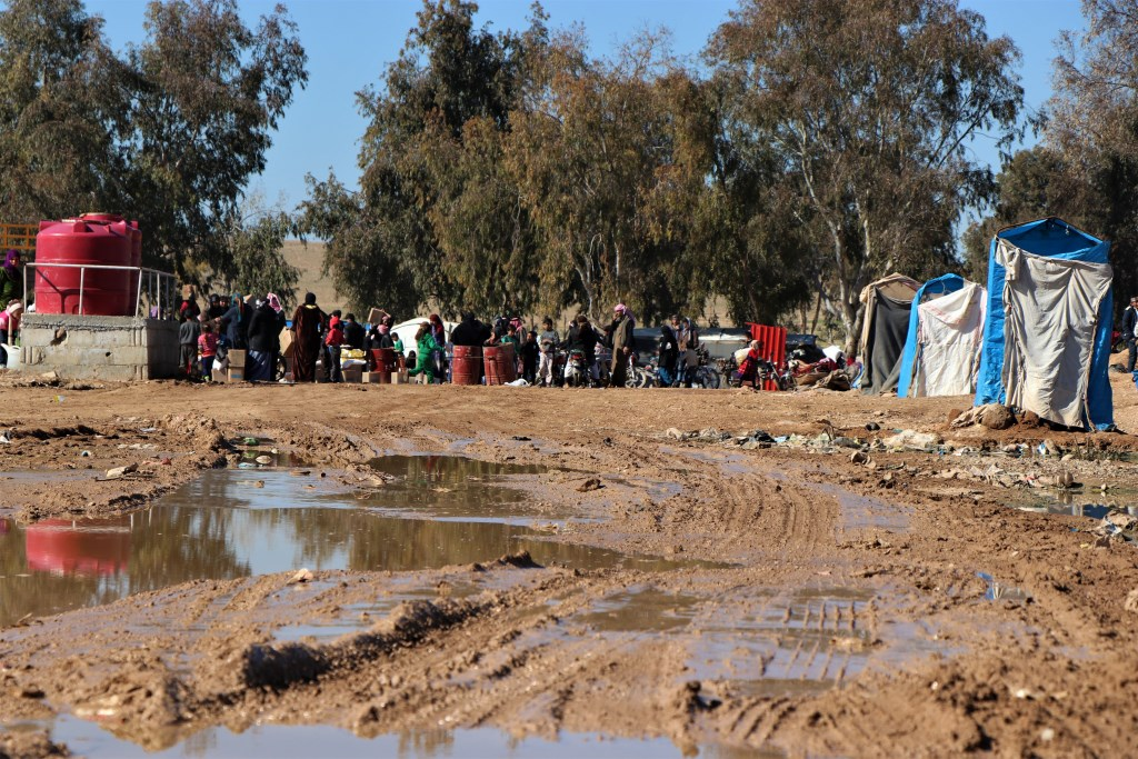 Administración del campamento de Al-Tuehina proporciona, mientras que las organizaciones descuidan...