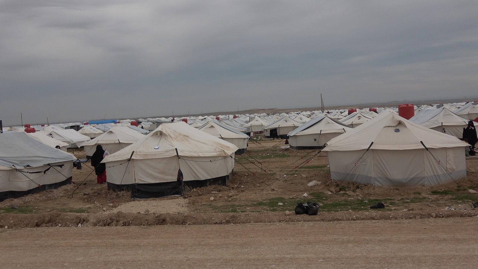 Refugiados del campamento al-Holl están aumentando y la ayuda no es suficiente