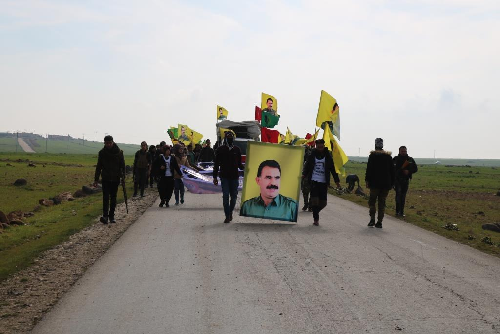 Dentro de la condena de la trama... Los jóvenes revolucionarios siguen marchando hacia Kobani
