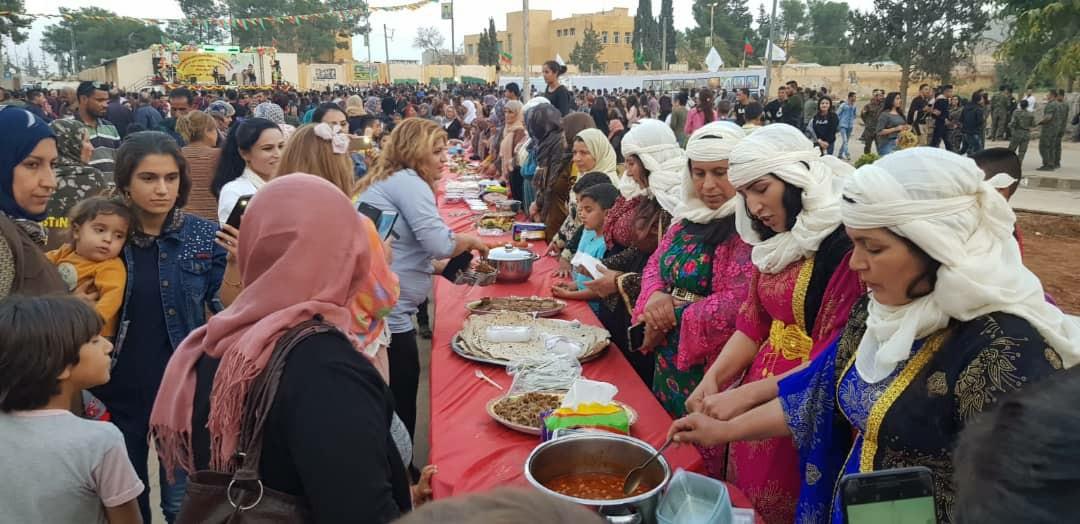 Di Festîvala Dicle-Firatê ya Şehîd Hogir de rengê jina Kobanî
