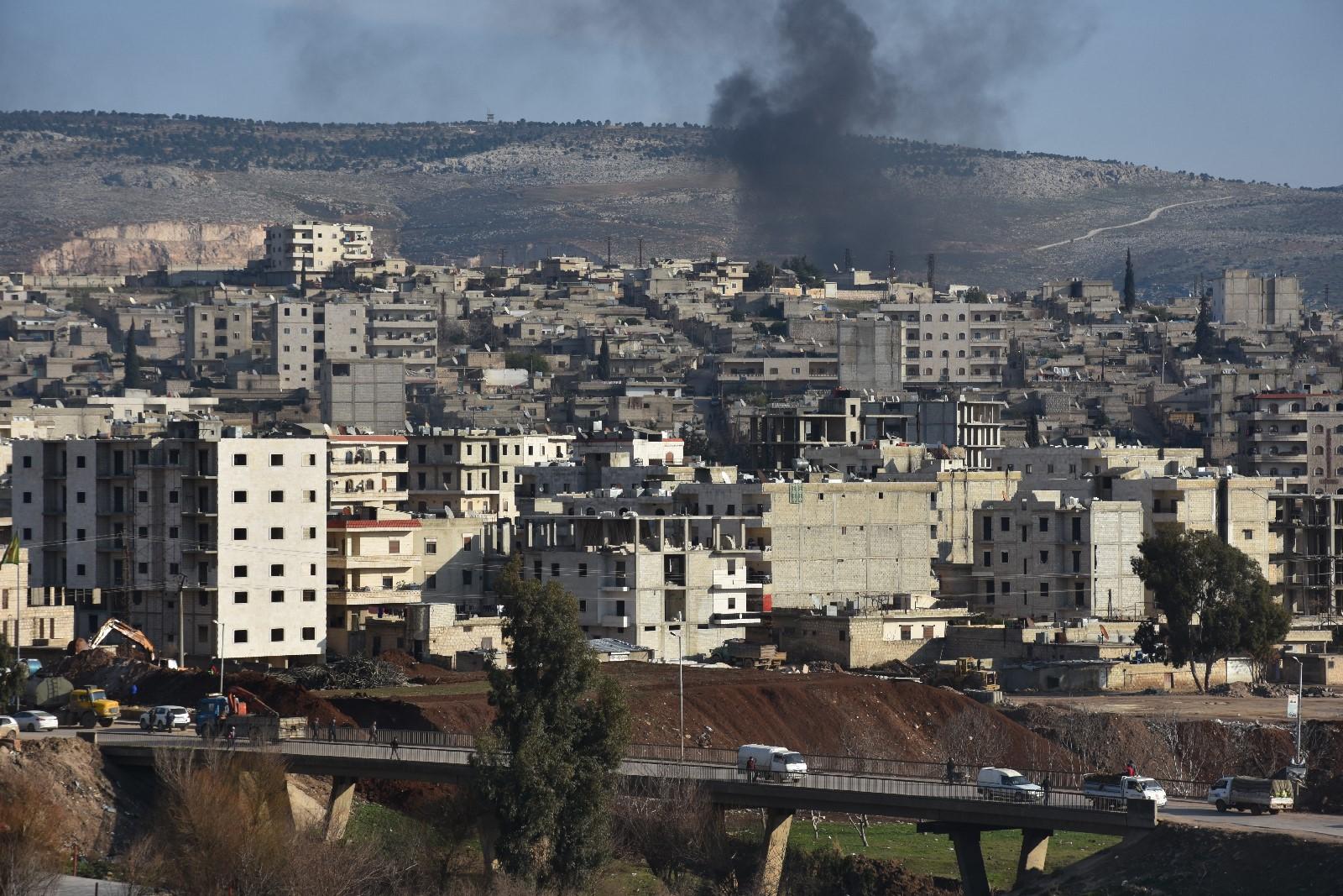 Çete li Efrînê sivîlan bi traktoran ve girê didin û îşkenceyê lê dikin