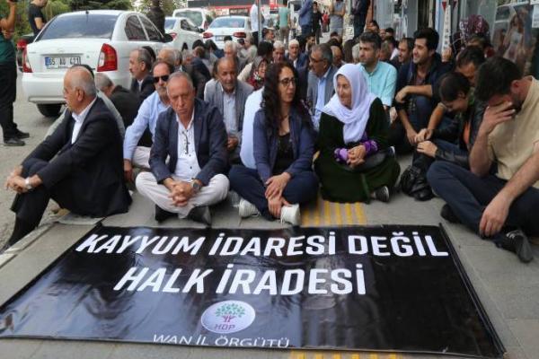 Van'da demokrasi nöbeti 29'uncu gününde: Kayyumlar geri gidecek