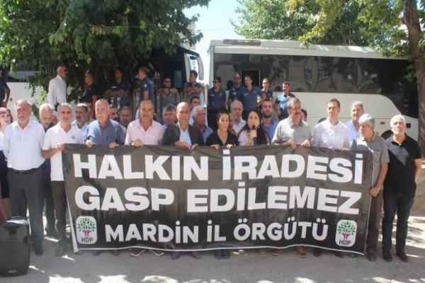 Mardin'de 36'ncı gün: Belediyelerimizi onlara bırakmayacağız