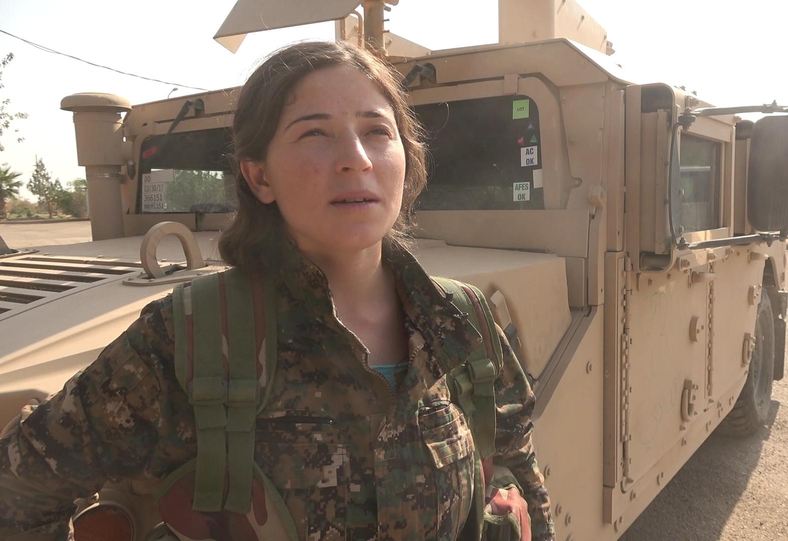 Efrînli YPJ savaşçısı: Amacımız Suriyeli kadınları kölelikten kurtarmak