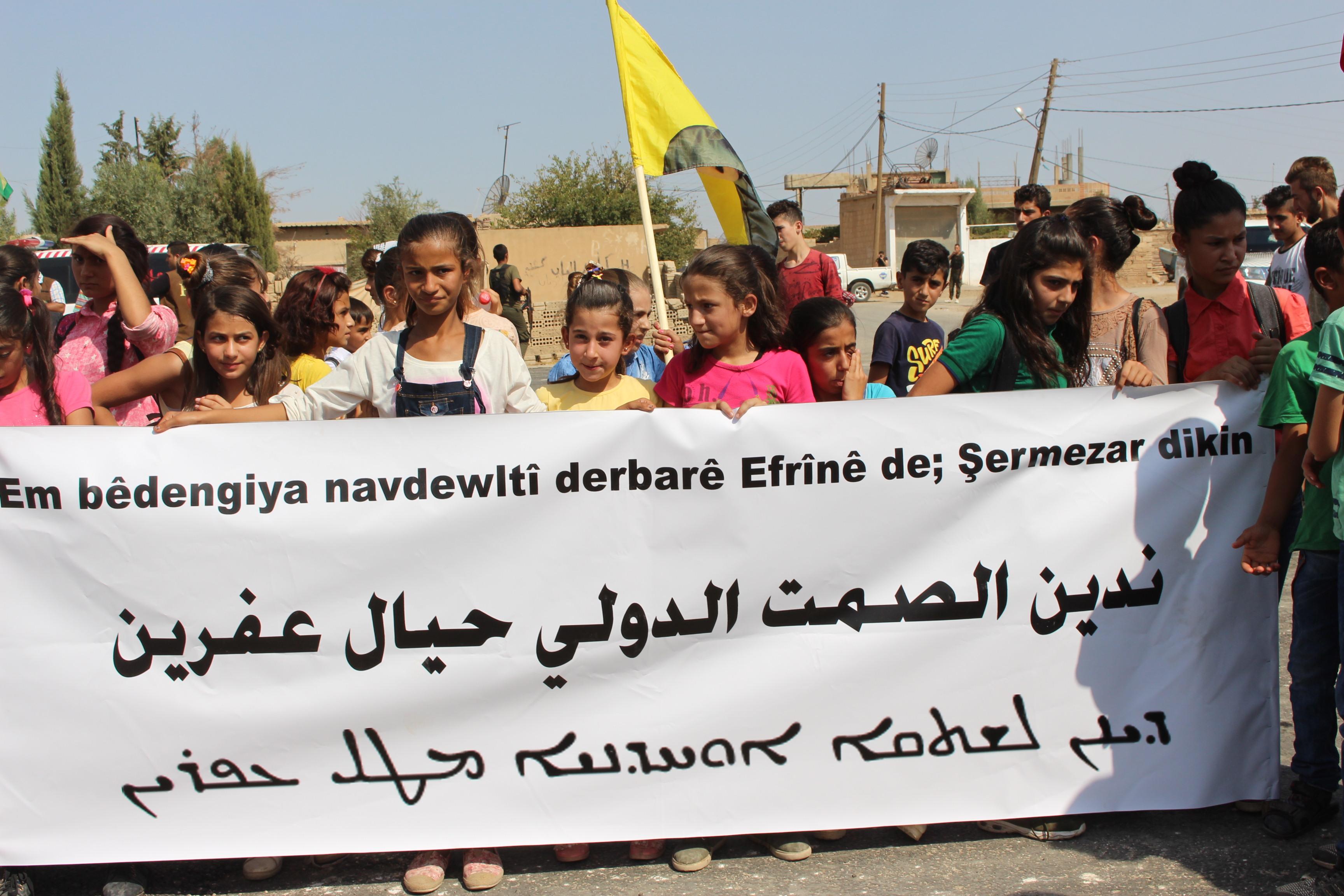 Öğretmenler ve öğrenciler Efrinli çocuklar için yürüdü