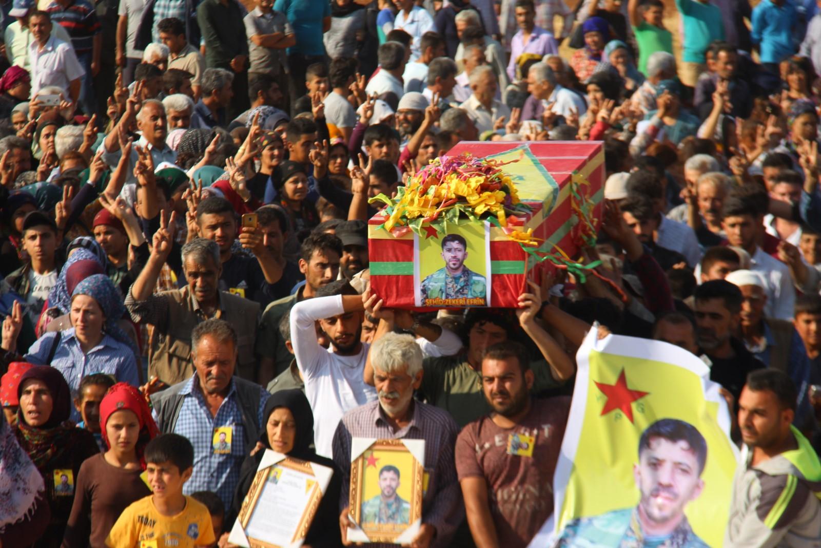 YPG savaşçısı Zekeriya Efrîn'i binler sonsuzluğa uğurladı