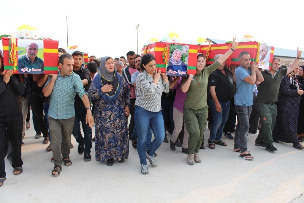 Trafik kazasında hayatını kaybeden Efrinli aile toprağa verildi
