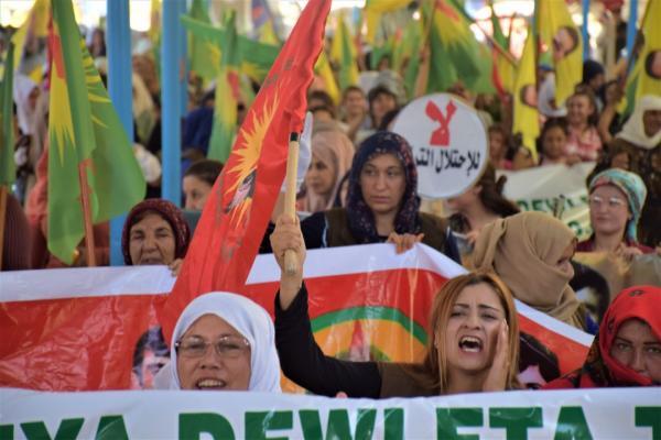 Serêkaniyê'de Türk devletinin tehditleri protesto edildi