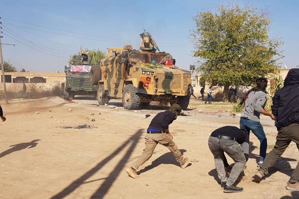 Kobanê'de sivillere ateş açıldı: 8 yaralı
