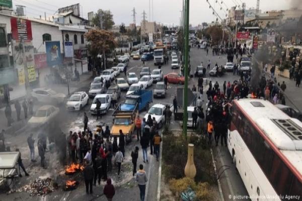 İran'daki göstericilere rejimden tehdit