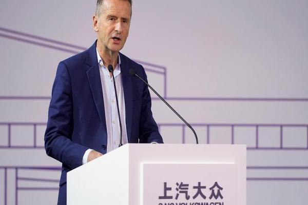 Türkiye'ye yatırımı erteleyen Volkswagen: Savaş devam ettikçe tek kazma vurmayacağız