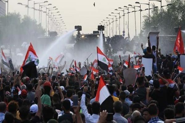 Irak'ta hükümete verilen süre doldu, yüzbinler alanlara aktı