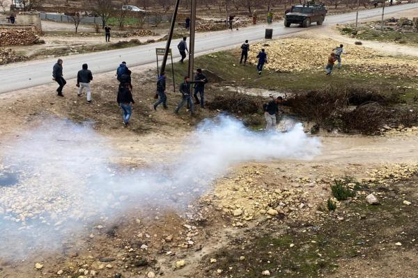 Devriye turu atan işgalci Türk ordusu, Kobanê'de halka gaz bombası attı