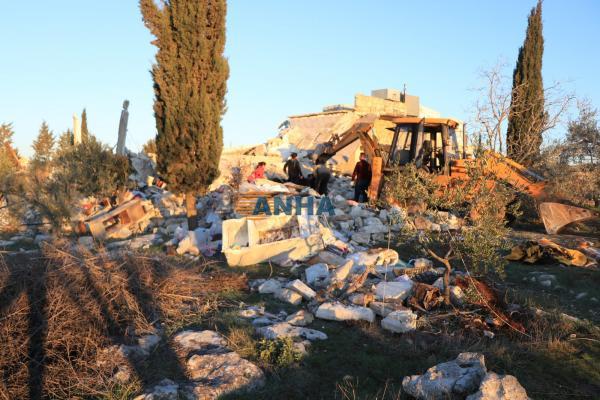 Aqîbe köyündeki katliamda cenazelerin enkaz altından çıkarılma görüntüleri