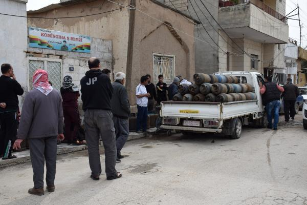 Qamişlo'da her bir eve gaz ve ekmek dağıtılacak