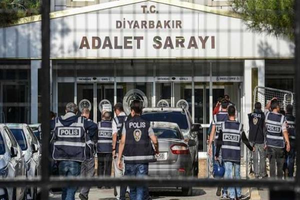 Siyasi soykırım operasyonu: Amed'de 12 kişi tutuklandı