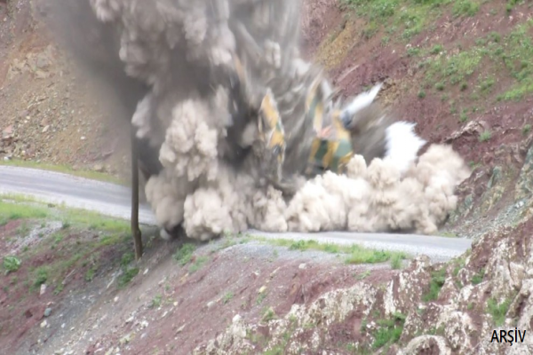 Karakoldan çıkan zırhlı araç vuruldu: 3 asker öldürüldü
