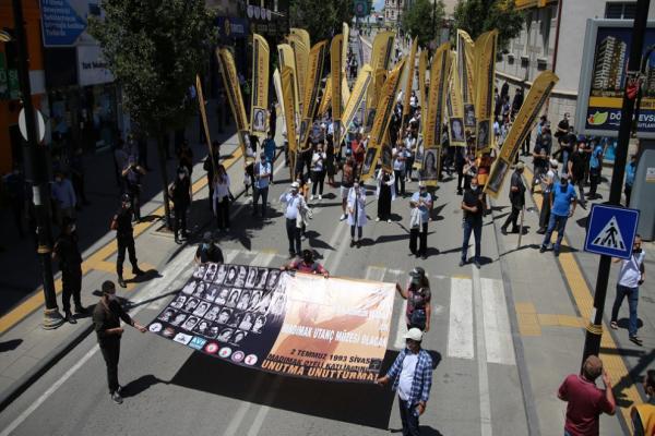 Sivas şehitleri anıldı: 'Sivas'ı yakanlar AKP'yi kuranlar'