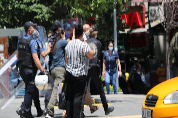 Polis Sivas şehitleri anmasına saldırdı: 7 gözaltı