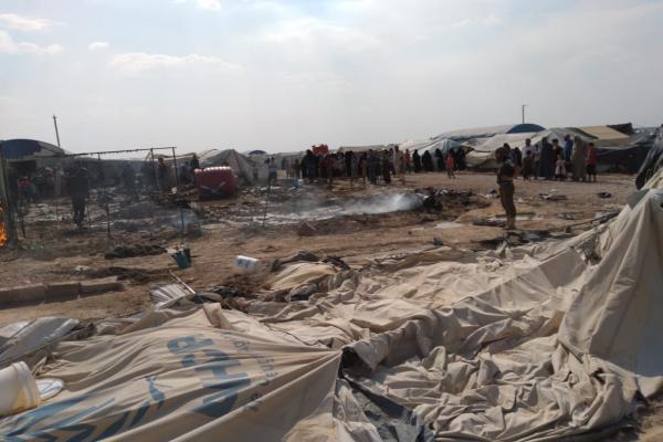 DAİŞ'lilerden Hol Kampı'nda bir saldırı daha: Çadırları yaktılar