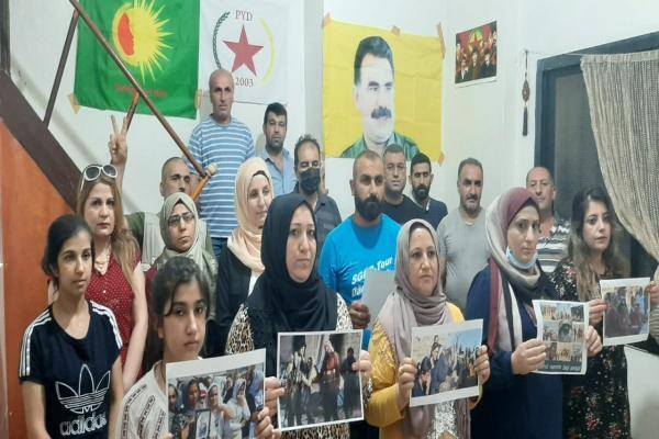 PYD üyeleri Lübnan'da Şengal katliamını kınadı