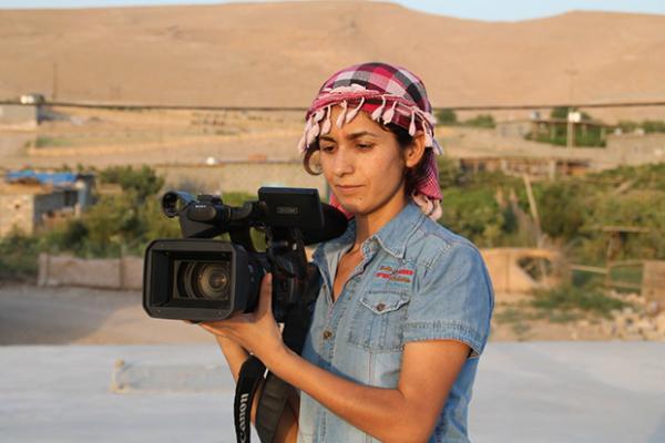 'Siz gidin, ben kameramla savaşırım' diyen Deniz!