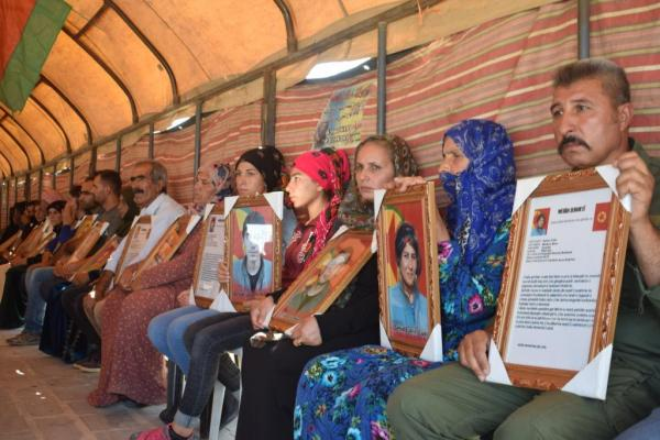 Kobanê'de 9 şehit için taziye kuruldu