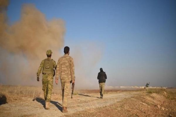 Suriye-Irak sınırına DAİŞ'e karşı duvar ve kule inşası başladı