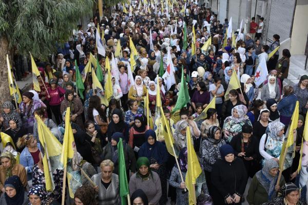 Halep'te binler tecridi protesto etti