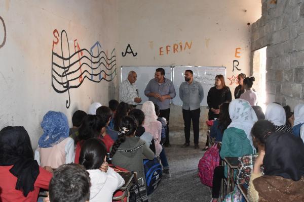 Eğitim ve Öğretim Komitesi, Şehba'daki okulları gezdi