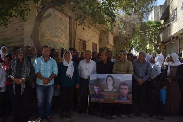 Kobanê halkı Şehit Sarya Mehmûd'un ailesine başsağlığı diledi